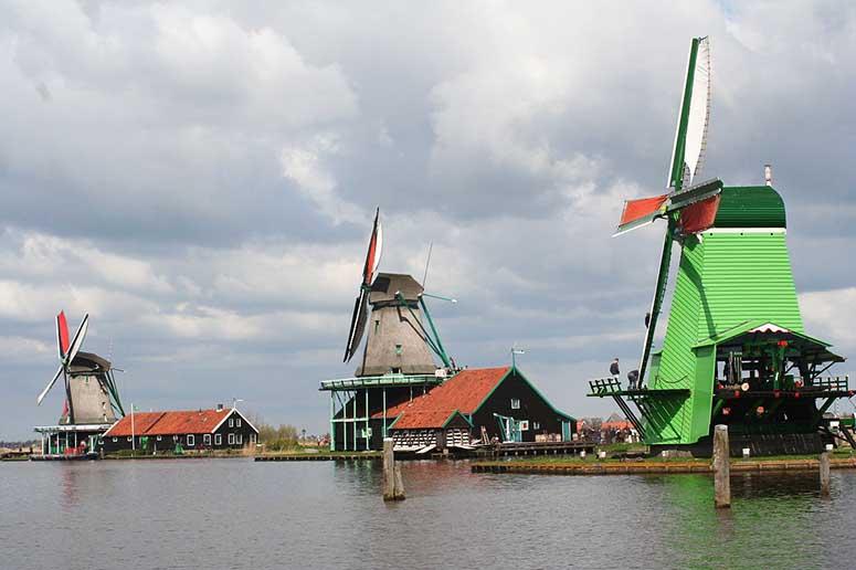 Väderkvarnar i Zaanse Schans, Nederländerna